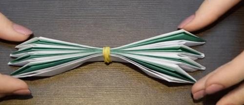 kuv-12 Объемная водяная лилия из бумаги для детей и цветы в той же технике своими руками. Как сделать своими руками кувшинки из бумаги
