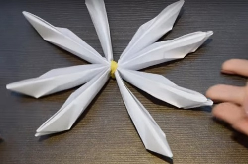 kuv-13 Объемная водяная лилия из бумаги для детей и цветы в той же технике своими руками. Как сделать своими руками кувшинки из бумаги