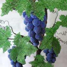 vinograd-iz-bisera-kak-sdelat_0 Виноград из бисера как сделать. Как сделать виноград из бисера: простые схемы и мастер-классы для рукодельниц любого уровня